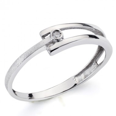 White gold ring with 1 diamond