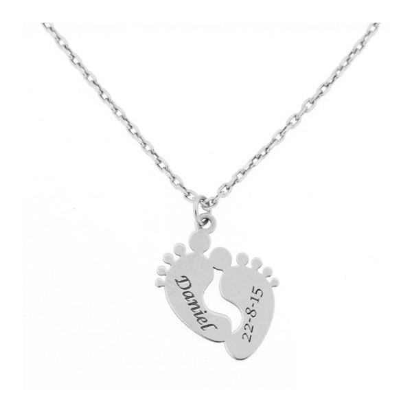 da9757abea6b Colgante de dos pies de bebé con cadena para personalizado de nombre y fecha  en oro