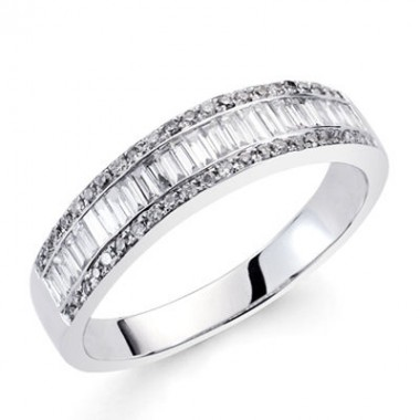 Anillo de oro blanco con diamantes talla baguette y diamantes talla brillante