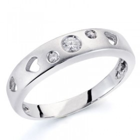 Anillo de oro blanco con 3 diamantes talla brillante