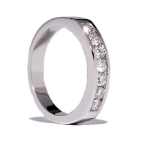 White gold wedding ring with 8 diamonds