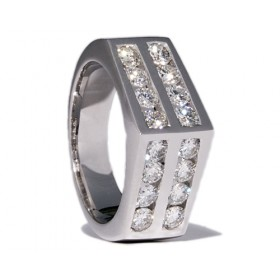 White gold wedding ring with 16 diamonds