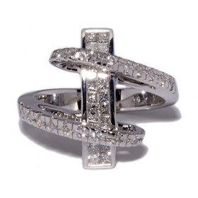 White gold ring with 42 diamonds